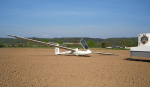 Außenlandung Segelflugzeug (Bildquelle: http://de.wikipedia.org/wiki/Au%C3%9Fenlandung )